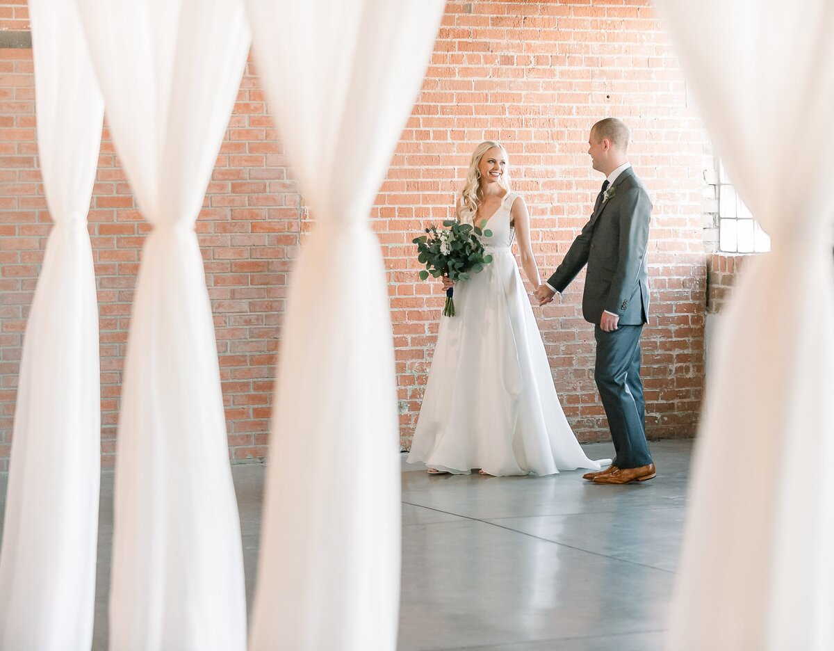 Warehouse-215-wedding-by-Leslie-Ann-Photography-00035