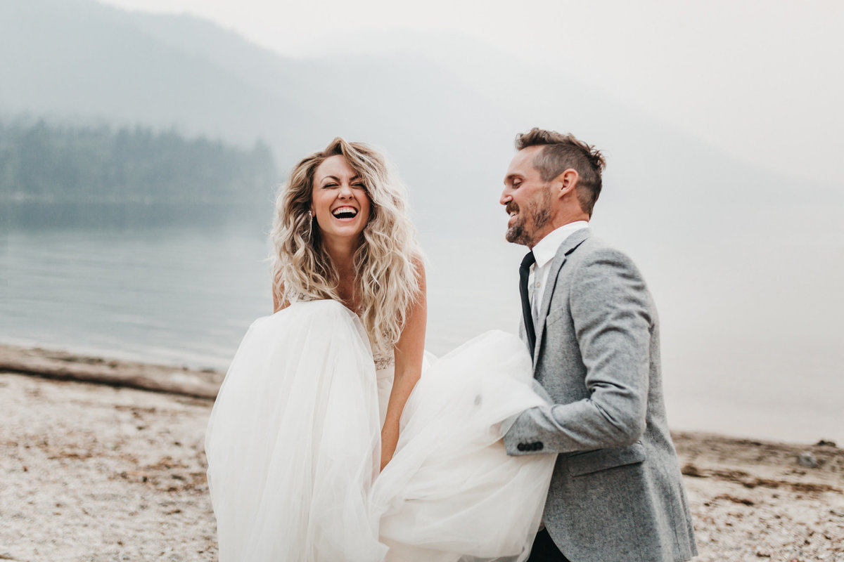 athena-and-camron-sara-truvelle-bridal-wenatchee-elopement-intimate-21-wedding-dress-laugh