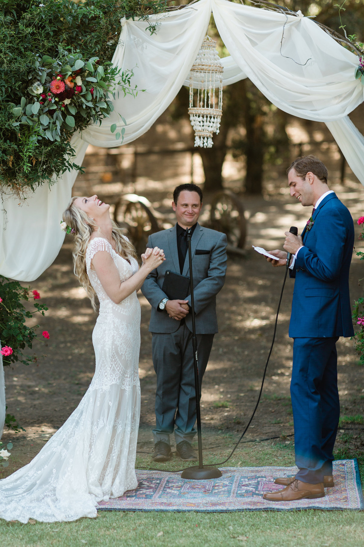 candid wedding ceremony photos at casa de alvarez