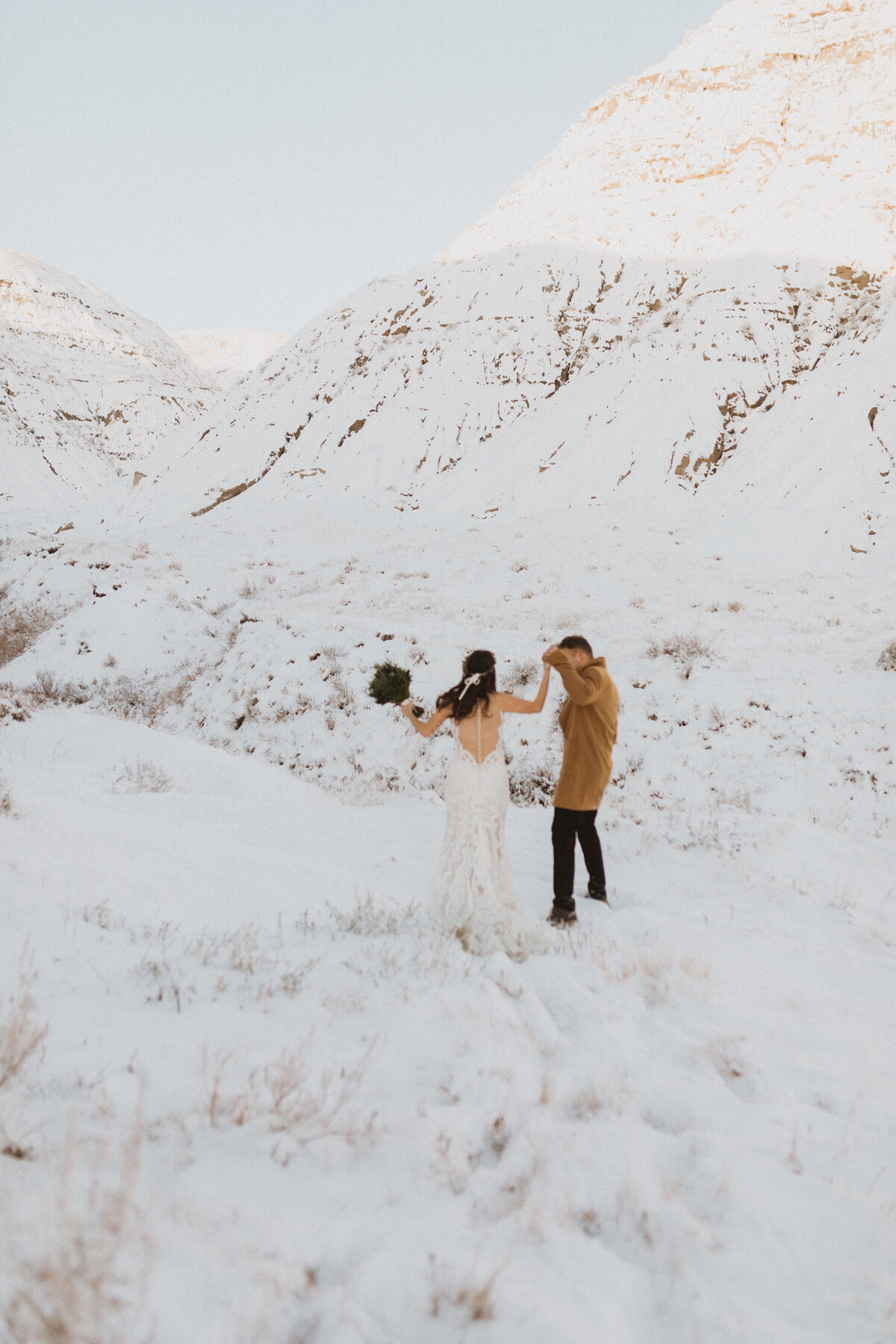 liv_hettinga_photography_drumheller_winter_elopement-19