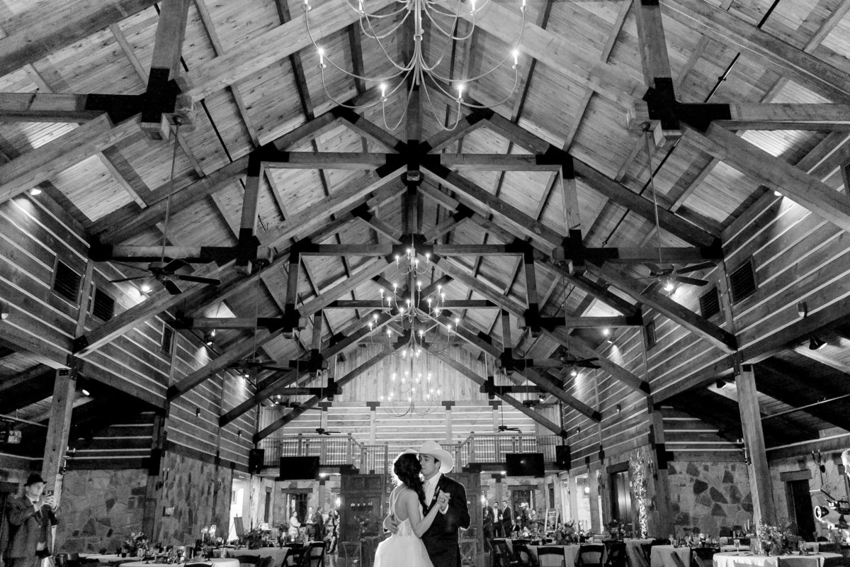 Hailey-and-Christian-Wedding-Day-by-Emily-Nicole-Photo-1219
