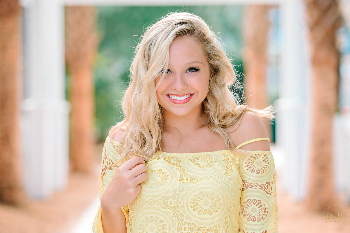 High school senior pictures and senior photography ideas for girls | Myrtle Beach Senior Pictures | Charleston High School Senior Photography | Senior Pictures