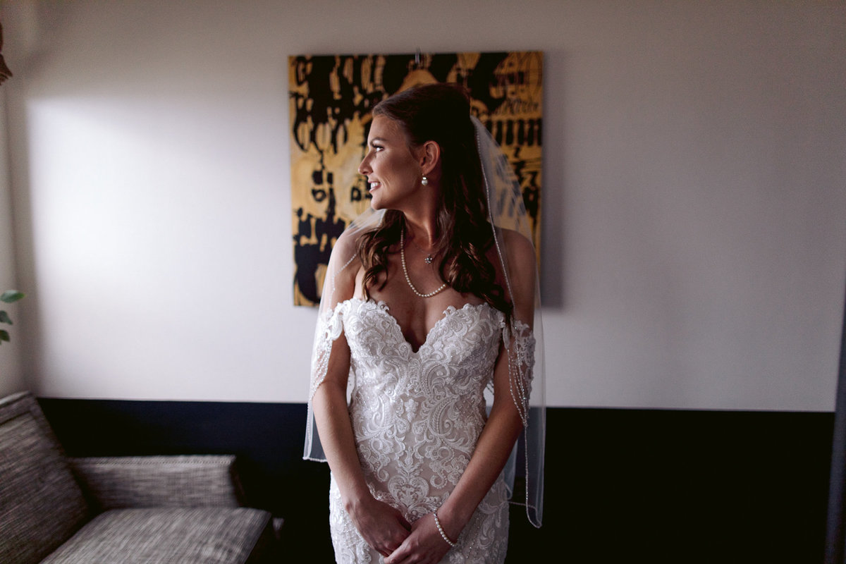 Baton Rouge Elopement | Watermark Hotel | Get Ready At The Watermark Hotel | Wedding Photography-1-3