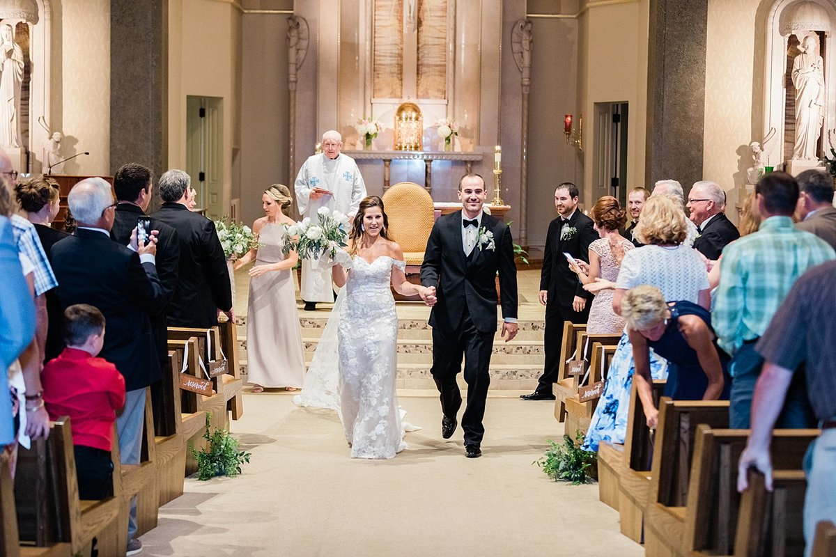 23_Church-of-the-Resurrection-Catholic-Church-Classic-Wausau-Church-Wedding-James-Stokes-Photography