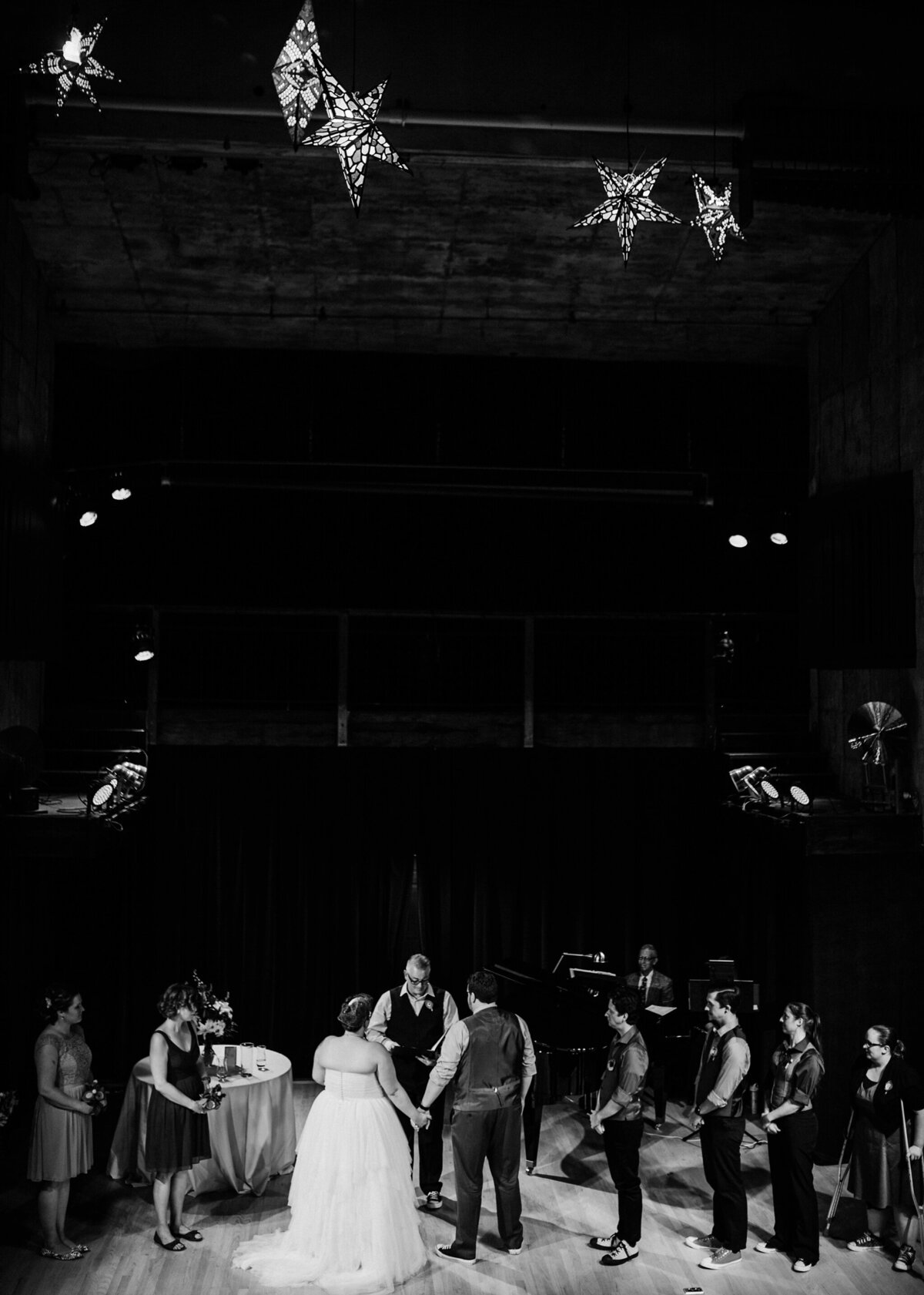 meg-thompson-photography-acorn-theater-three-oaks-michigan-wedding-emily-chris_0004