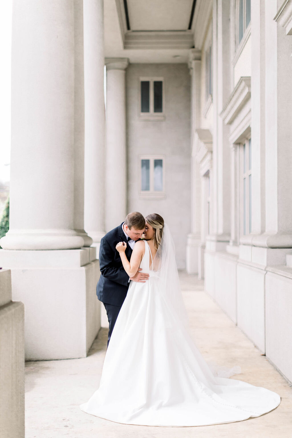 Light and Airy Wedding Photographer, Paige Michelle Photography captures bride and groom at wedding venue in Bowling Green , KY