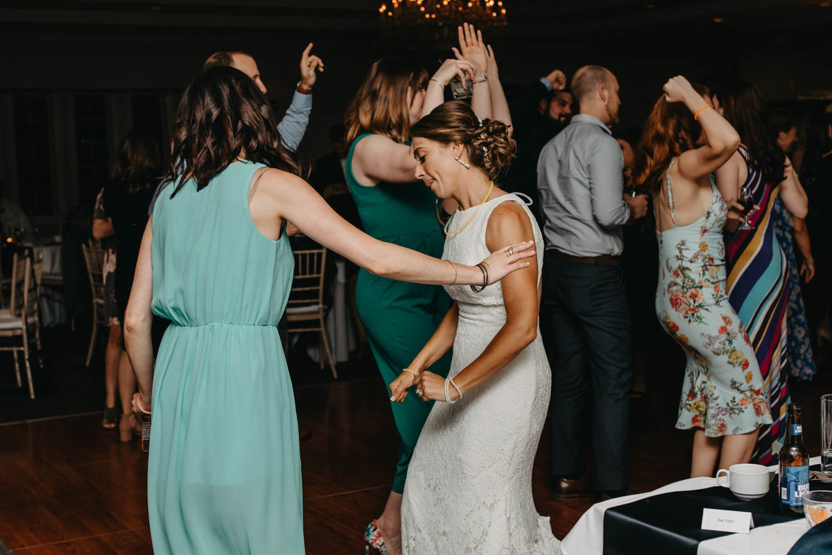 reception-dance-party-ruffled-feathers-golf-club-lemont-il-adventurous-wedding-photographer-2