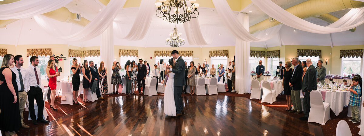 highfields-golf-country-club-grafton-first-dance-wedding