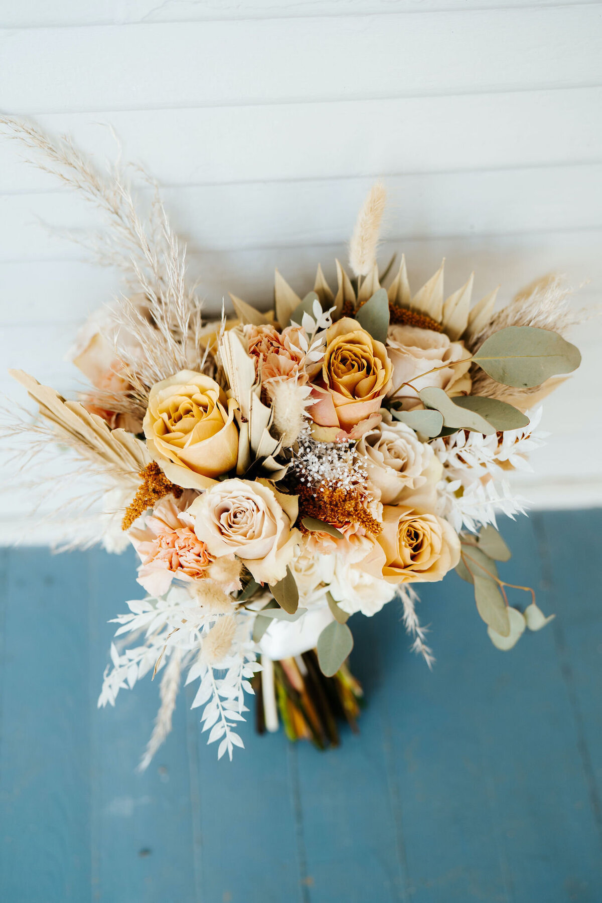 Warm neutral organic bouquet