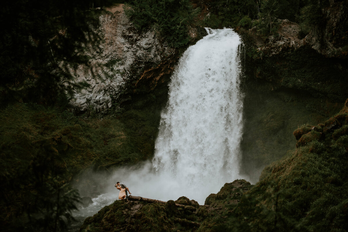 sahalie-falls-oregon-engagement-elopement-photographer-central-waterfall-bend-forest-old-growth-7301