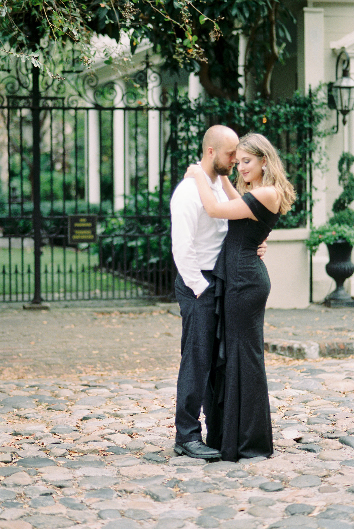 Rainbow-Row-Downtown-Charleston-Engagement-10