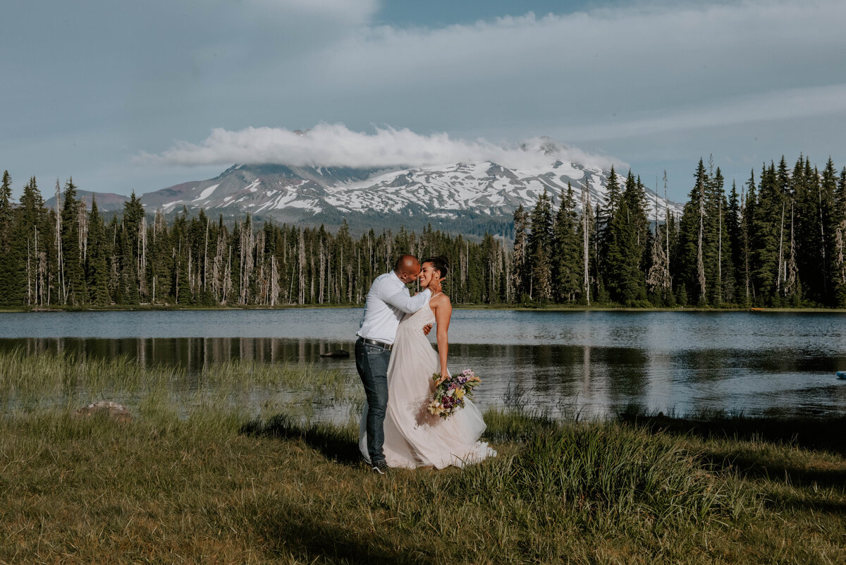 sisters-bend-oregon-summer-wedding-elopement-photographer-dress-scenic-byway-wedding-deewright-observatory-4499