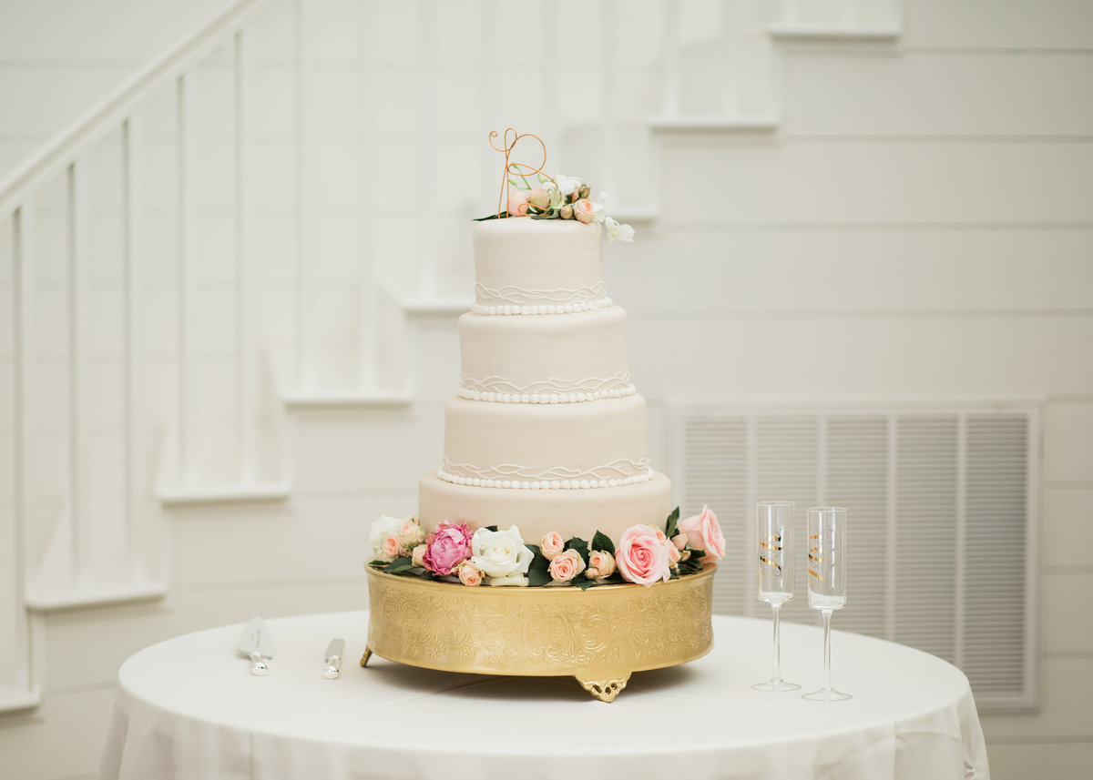 Wedding cake by Mickey's in Little Rock, Arkansas / Katie Childs Photo