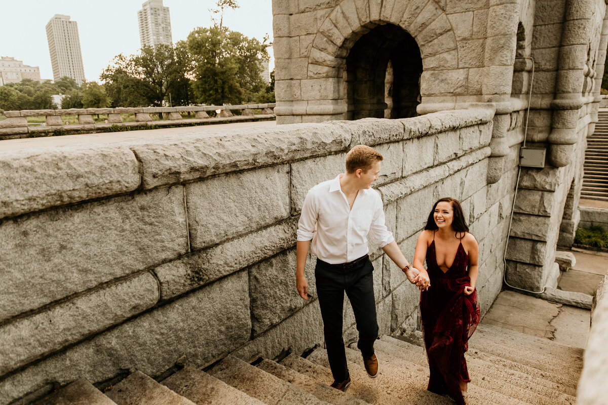 lincoln-park-chicago-couple-engagement-photos