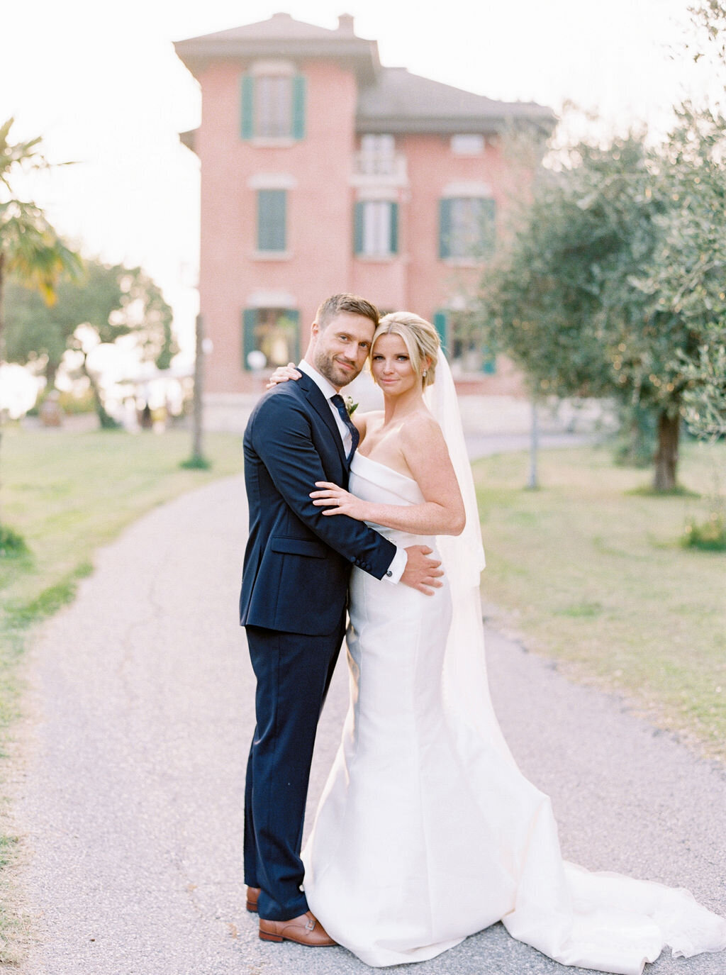 best-italy-wedding-photographer-soft-airy-lake-como-garda-mike-hannah-previews-14