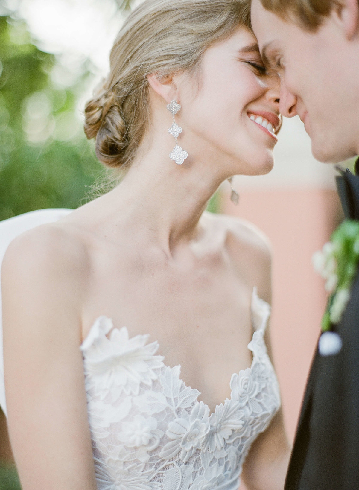 40-KTMerry-wedding-photography-Van-Cleef-Arpels-earrings