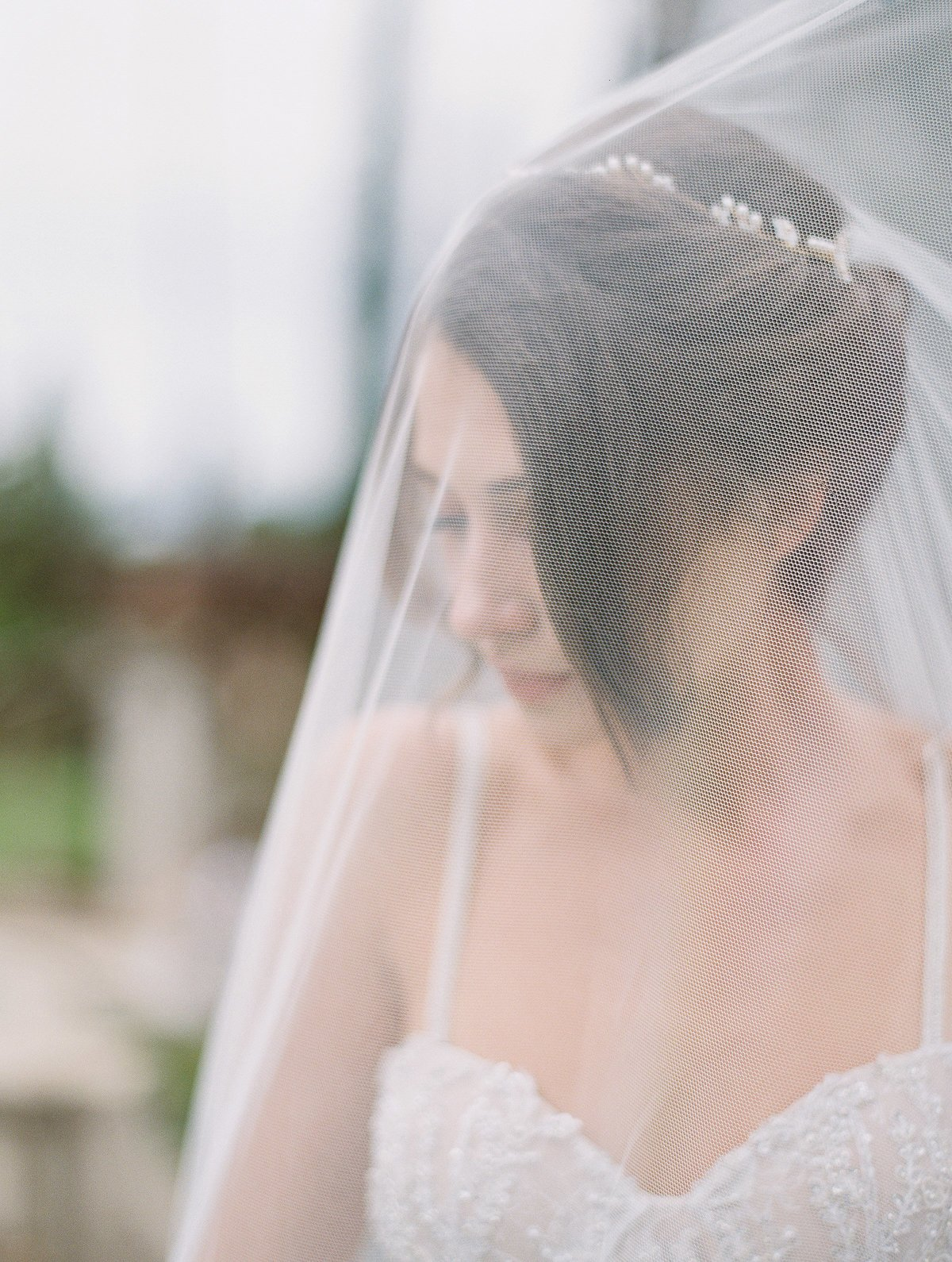 daniel-and-bethany-weddings-bride-with-veil