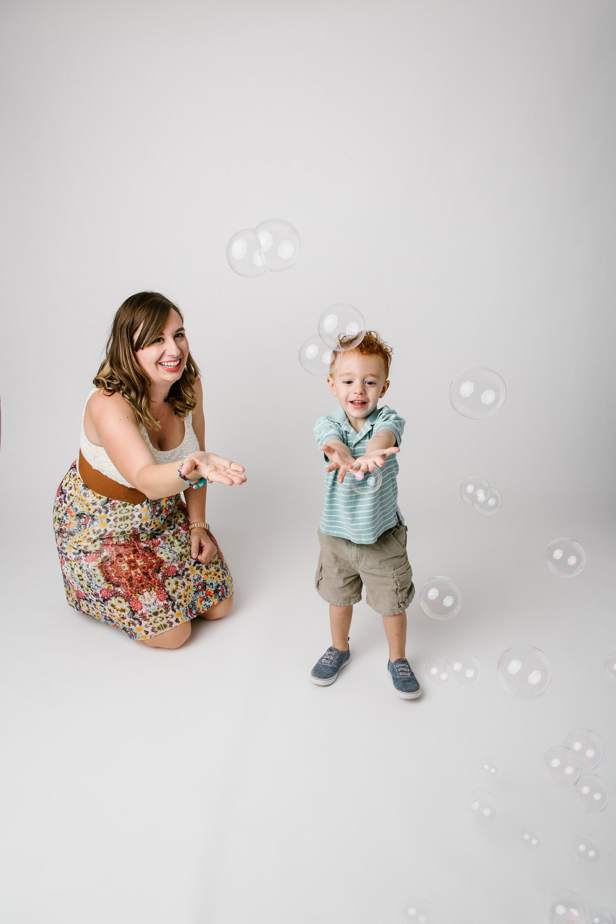 mother's day mini session with bubbles portrait by San Antonio photographer Expose The Heart