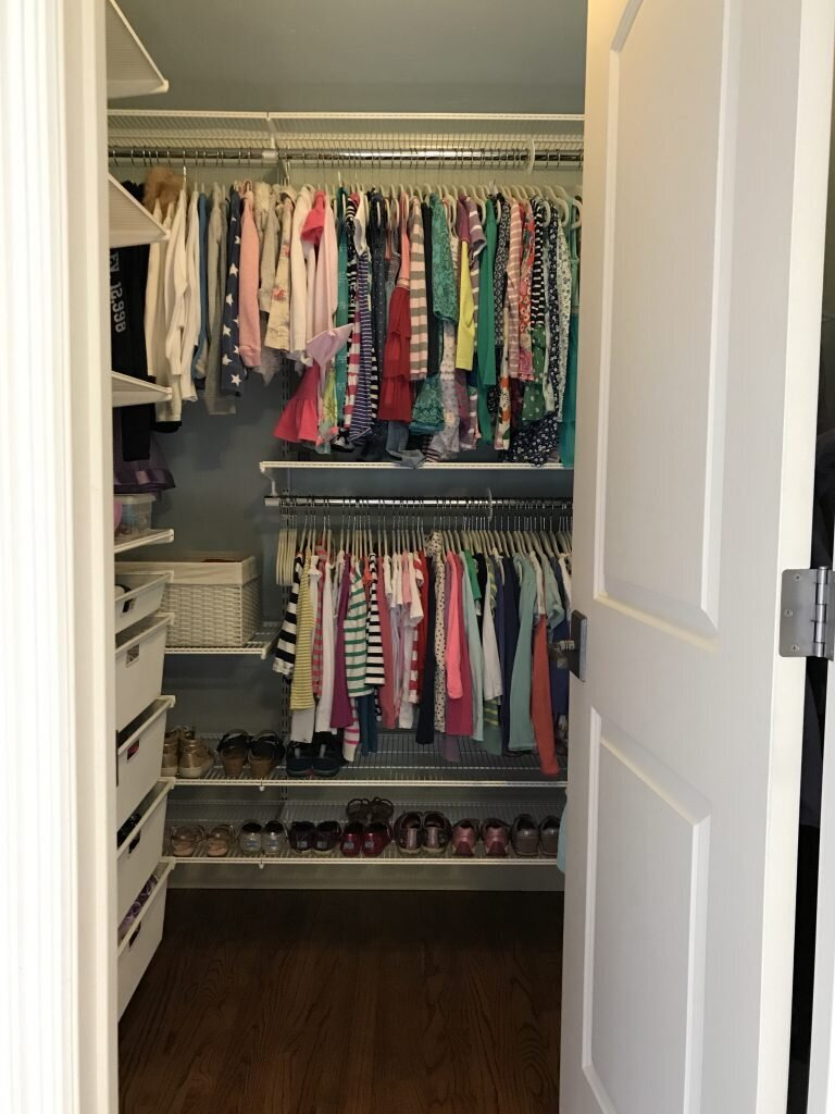 organized-shared-girls-bedroom-closet-768x1024