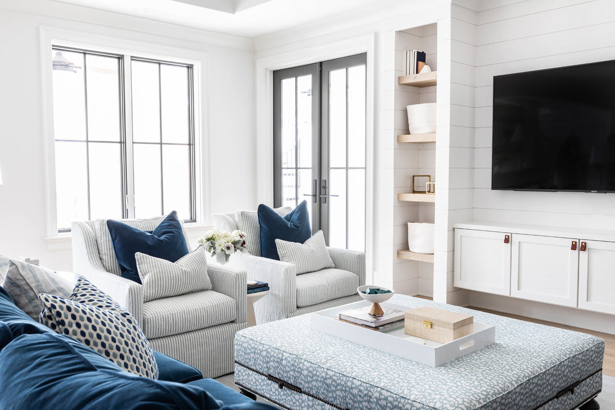 Blue-and-white-shiplap-kid-friendly-basement-living-room-3