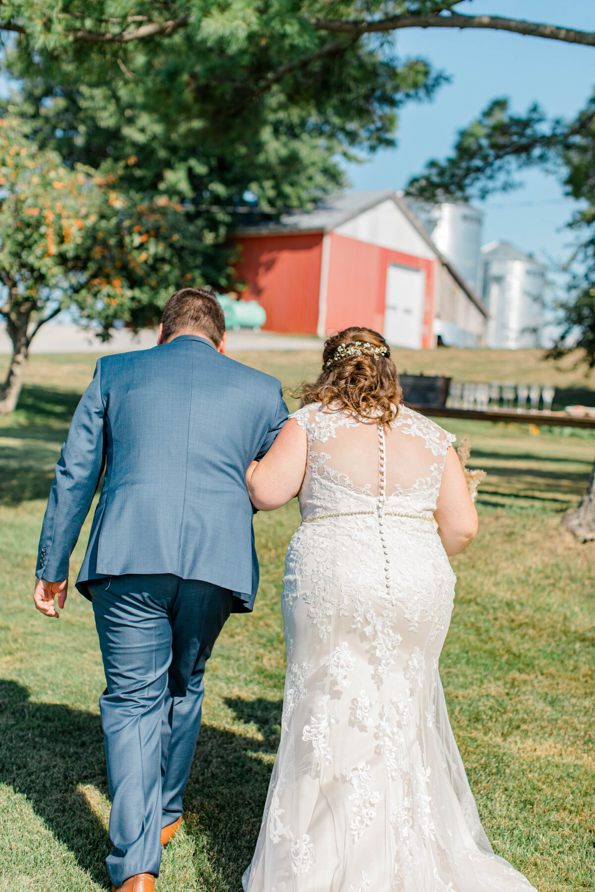 laura-ben-campbell-farm-white-lake-wedding-grey-loft-studio-2020-91