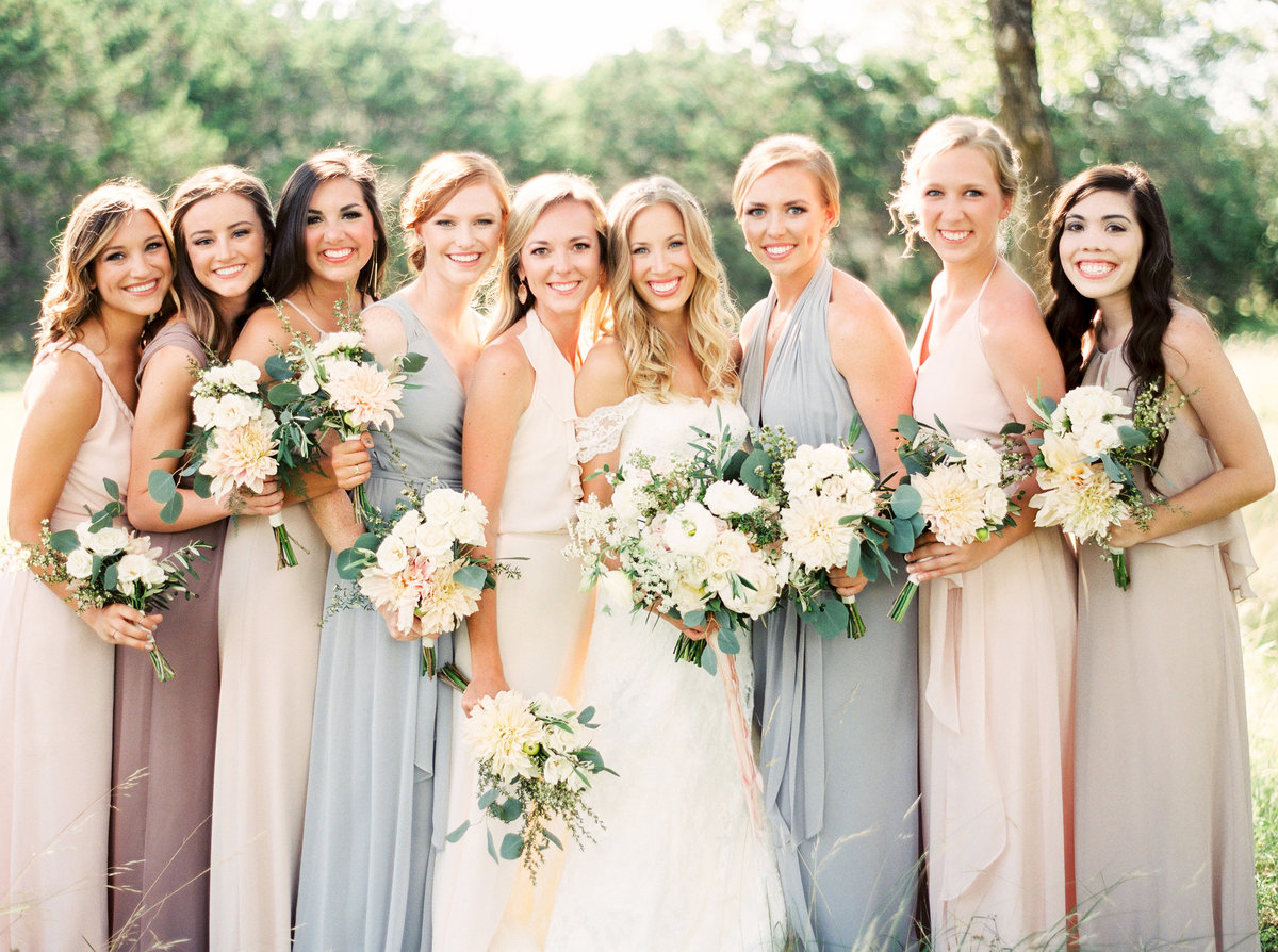 heritage-house-wedding-Bridesmaid-and- Bride-bouquets