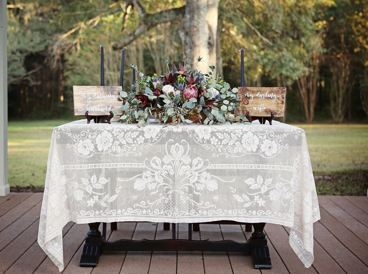 bride-and-groom-table