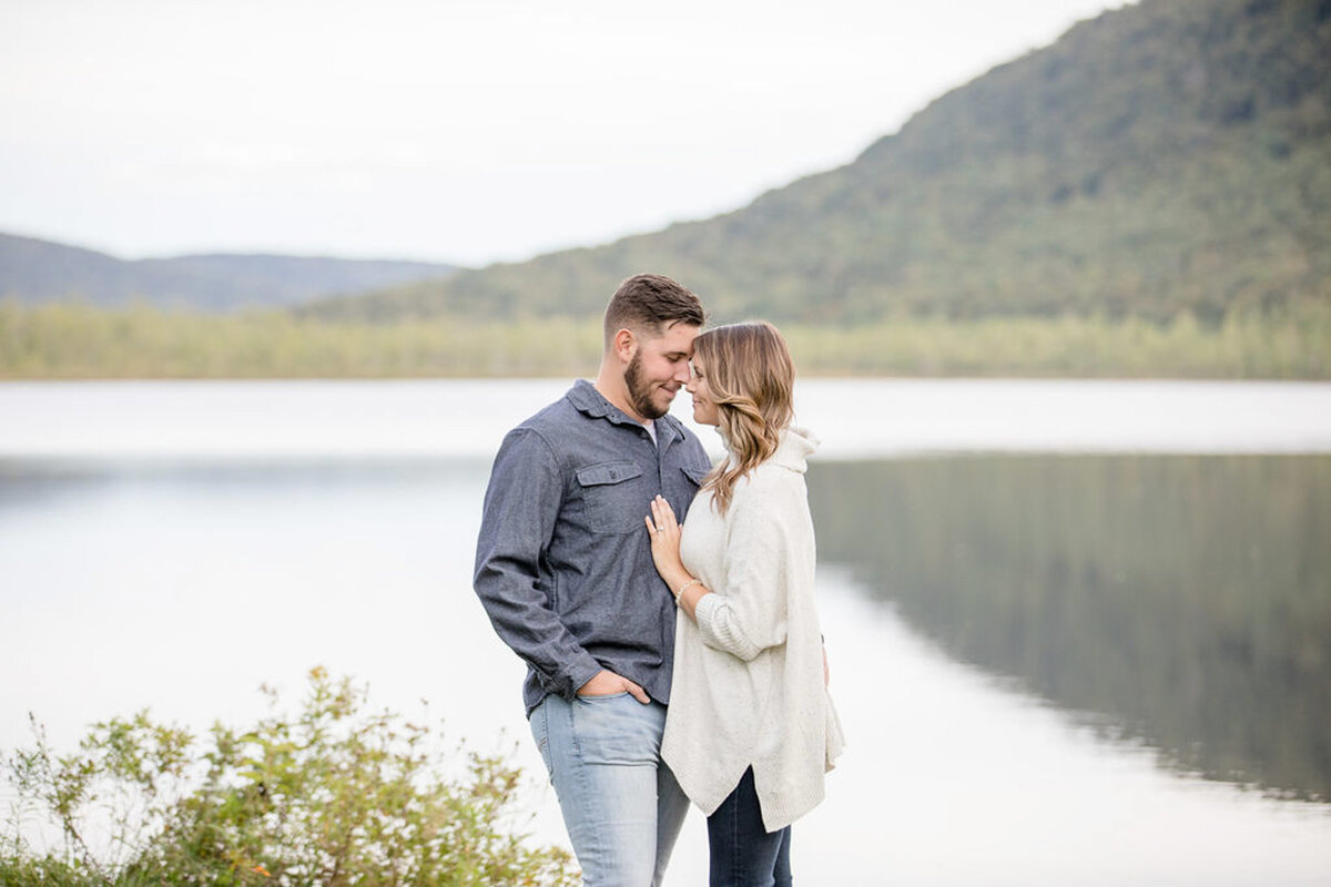Rachel-Elise-Photography-Syracuse-New-York-Engagement-Shoot-Labrador-Hallow-23