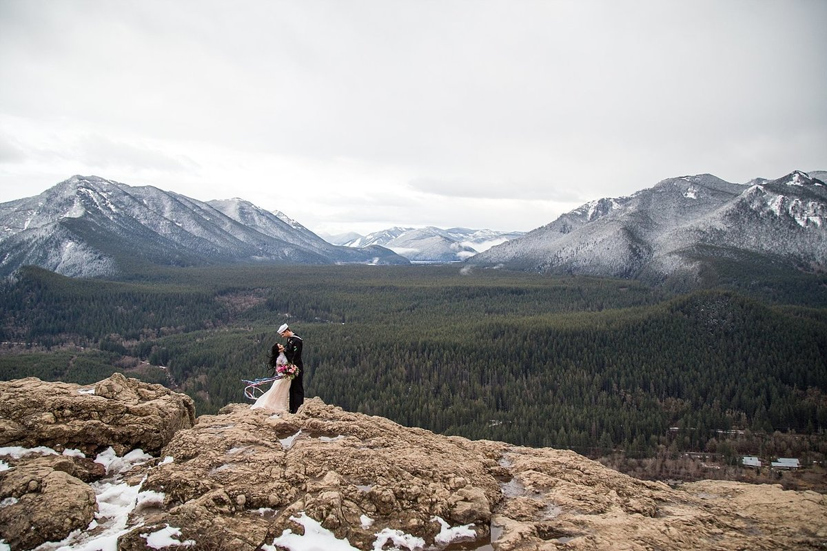 Rattlesnake-Ledge-elopement (1)