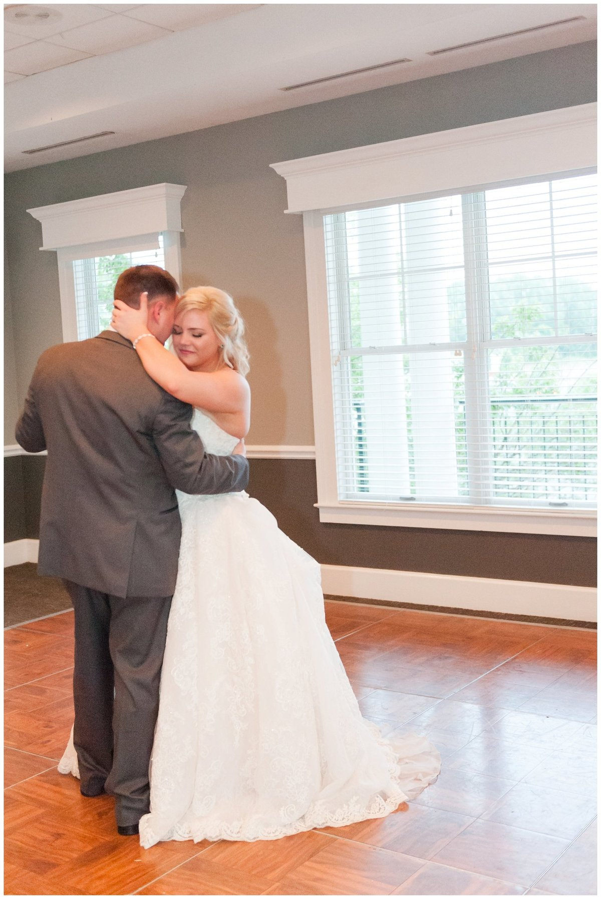Heritage golf and country club wedding hilliard ohio wedding photos_0083
