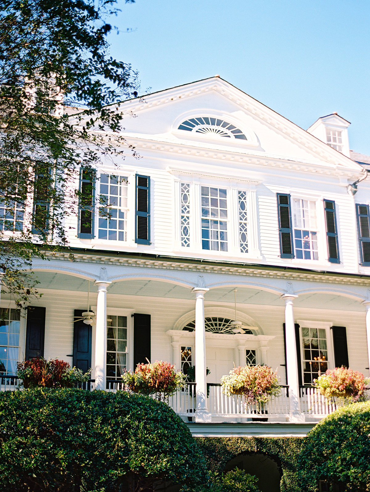 wedding-venues-in-charleston-governor-thomas-bennett-house-philip-casey-05