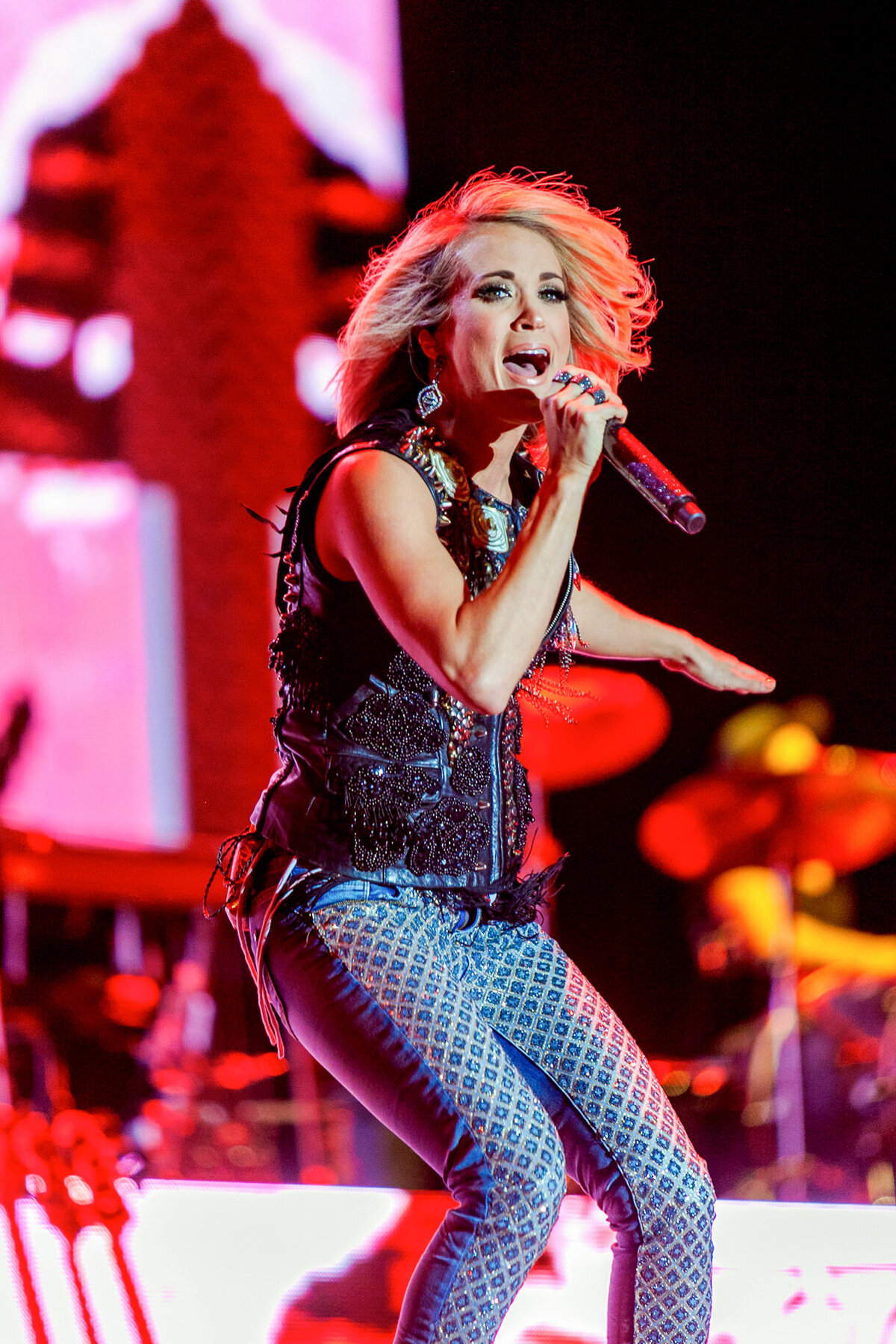 015-Carrie-Underwood-Stagecoach-2