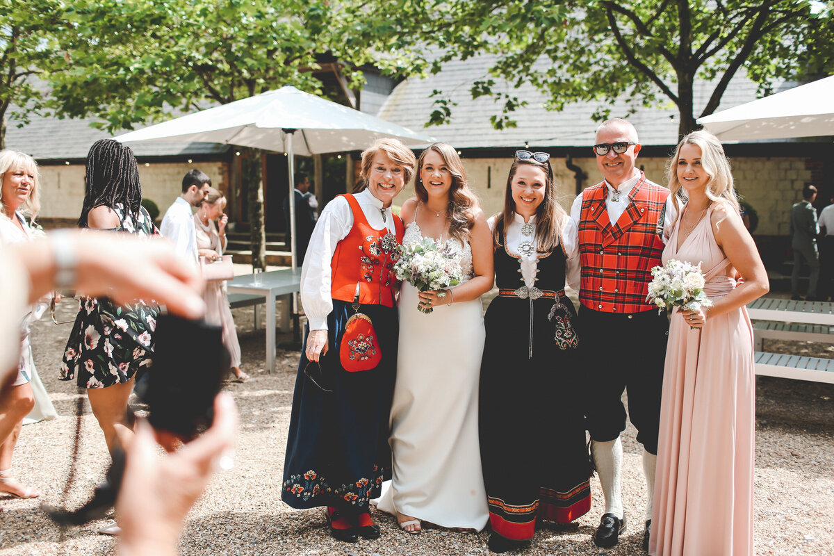 BURY-COURT-BARN-WEDDING-SUMMER-0038