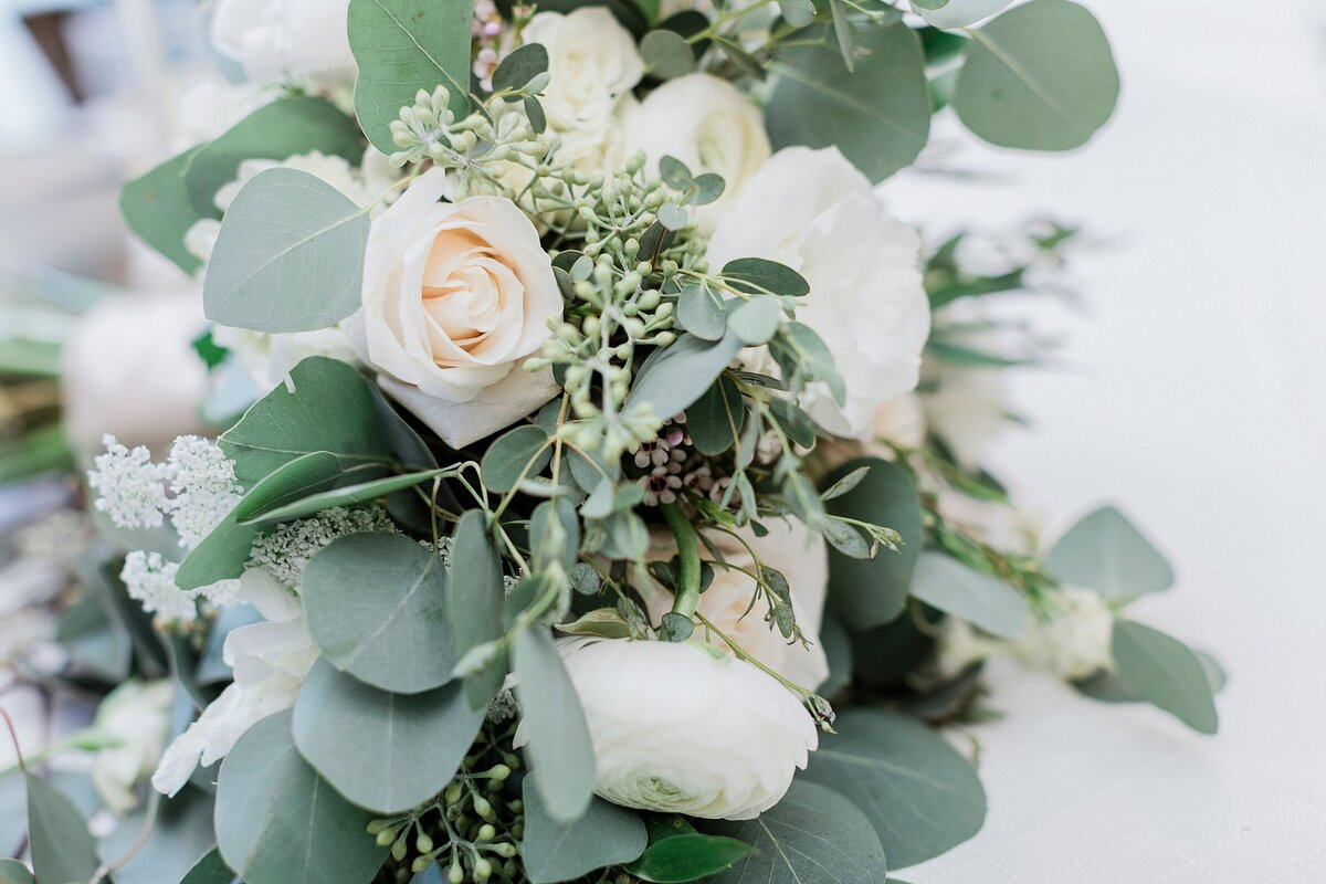 This Tee Lambert photograph is of a gorgeous timeless bouquet is the perfect addition to highlight a beautiful bride.
