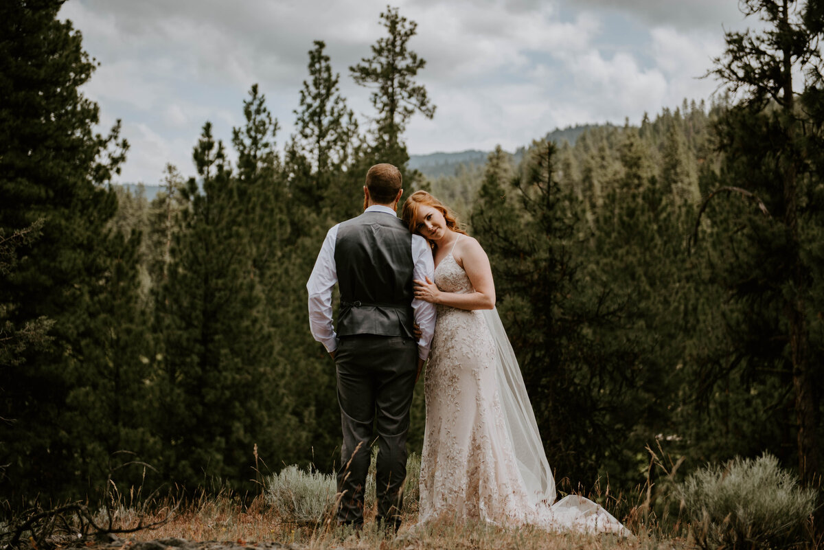 ochoco-forest-central-oregon-elopement-pnw-woods-wedding-covid-bend-photographer-inspiration1074
