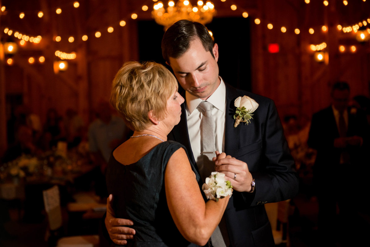 groom and his mother dancing