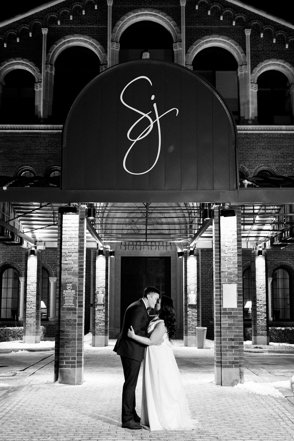 Rachel-Matt-Inn-at-St-Johns-Wedding-Michigan-Breanne-Rochelle-Photography158