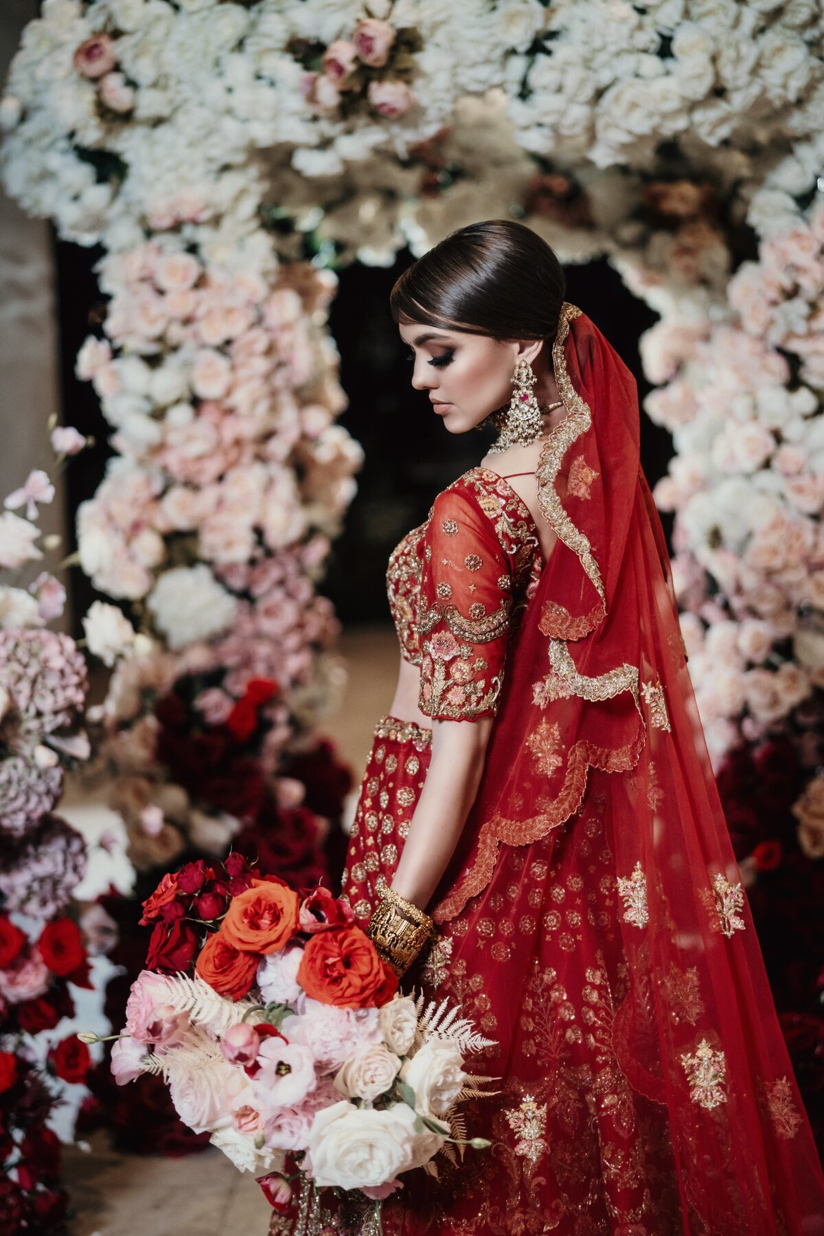 red-white-blush-pink-indian-hindu-sikh-wedding-ceremony-bride-07