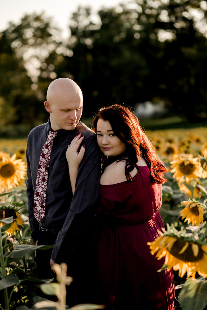 Engagement session in the sunflower field0024