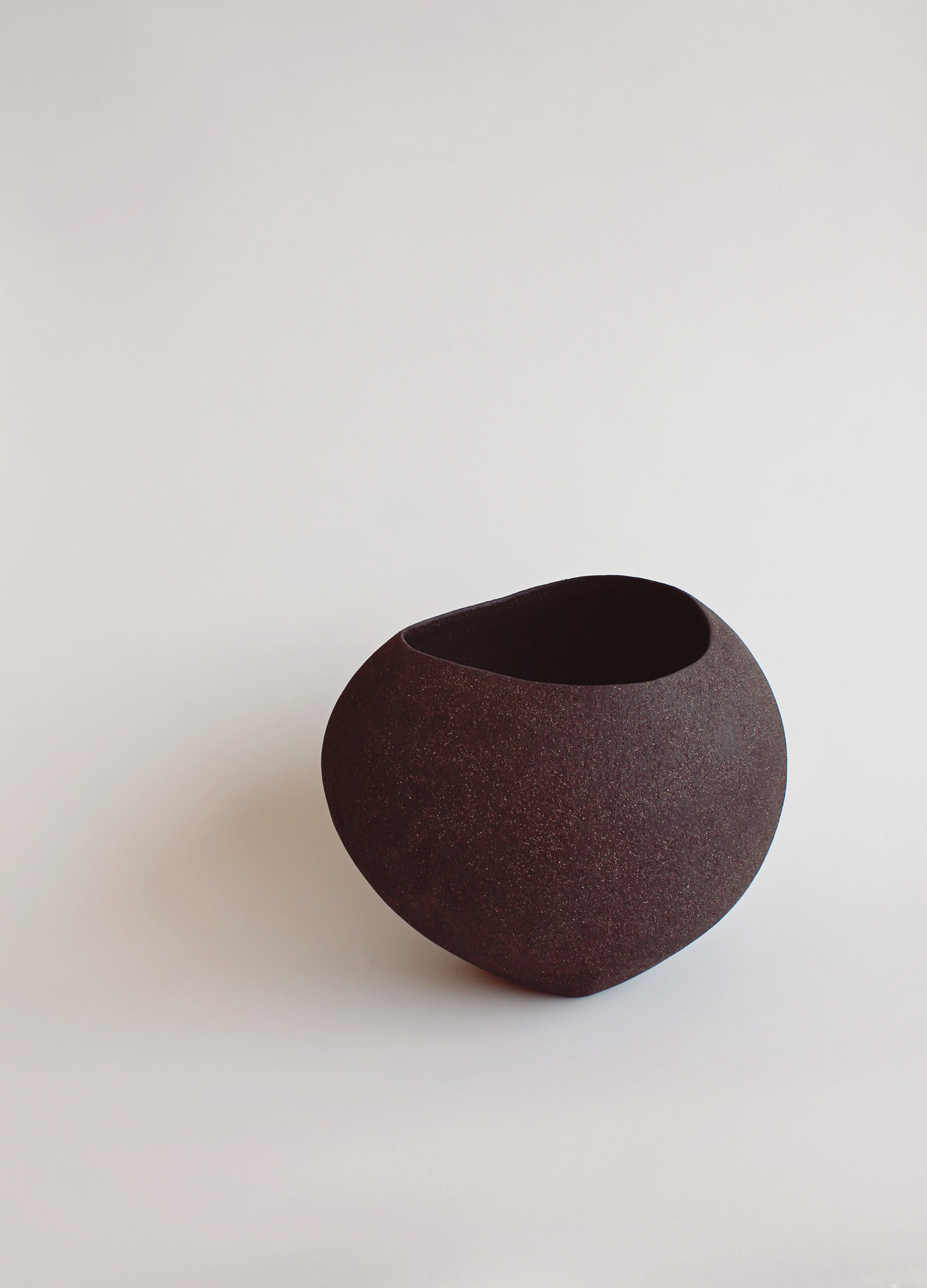 Yasha-Butler-Ceramic-Sculpture-Bowl-Black-Brown-Lithic_1457-3500px