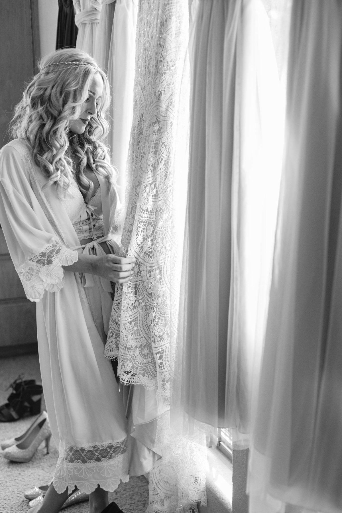 Boho bride in black and white photos