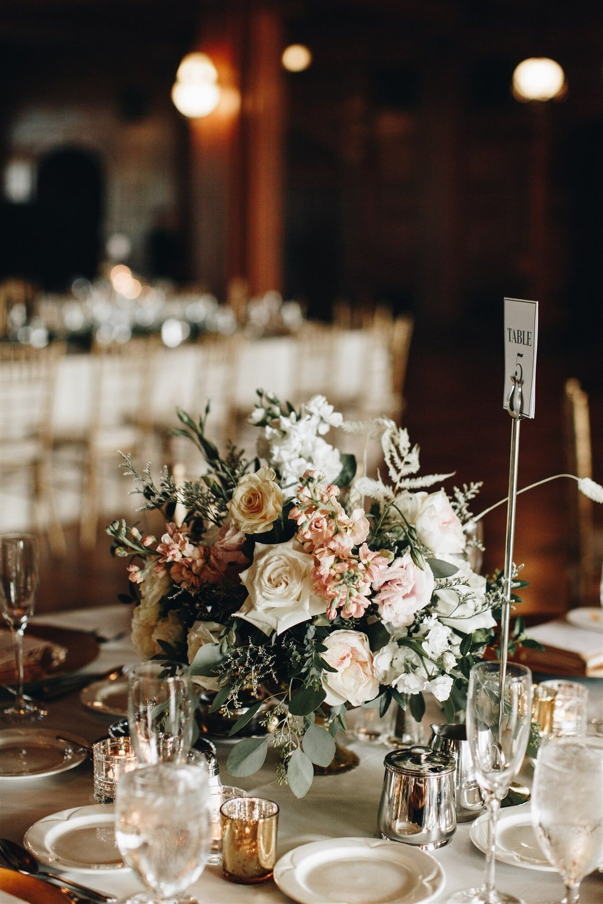 scottish-rite-cathedral-neutral-wedding-solstice-floral10