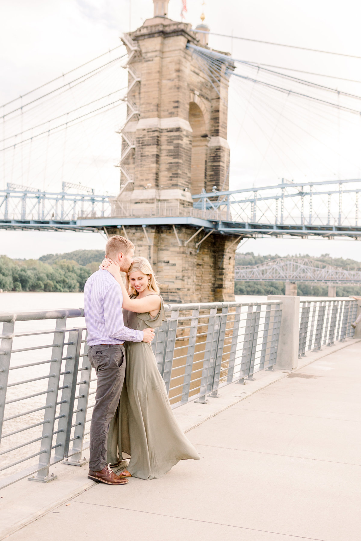 Cincinnati-engagement-wedding-photographer-eden-park-art-museum-smale-riverfront034