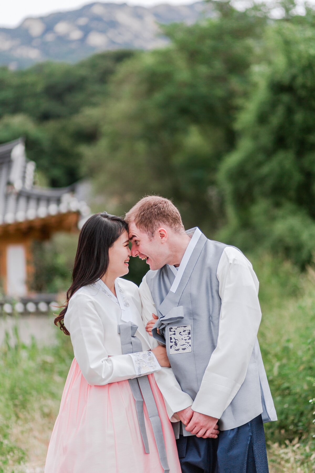 Seoul-South-Korea-Bridal-Engagement-Shoot-Eunpyeong-Village-Hanok-0020
