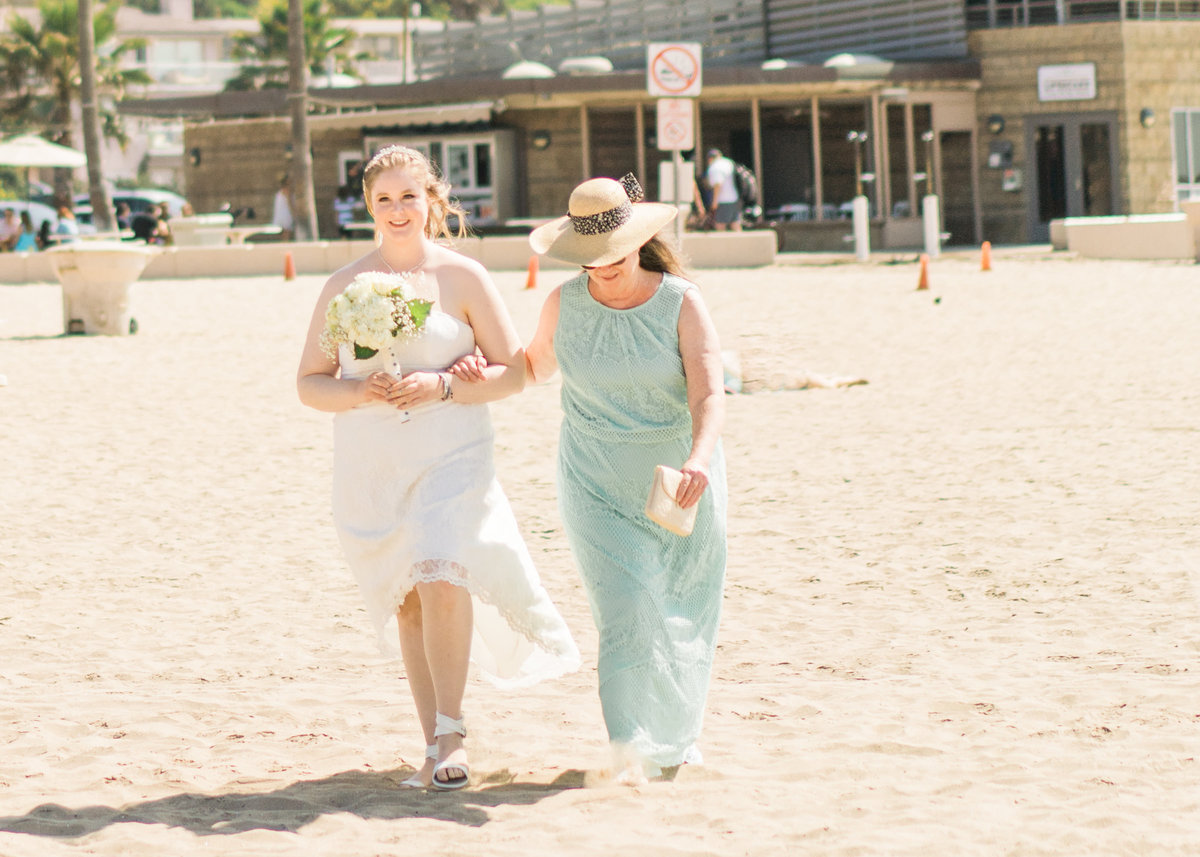 JamieBrownPhotographyBeachElopement-16_mini