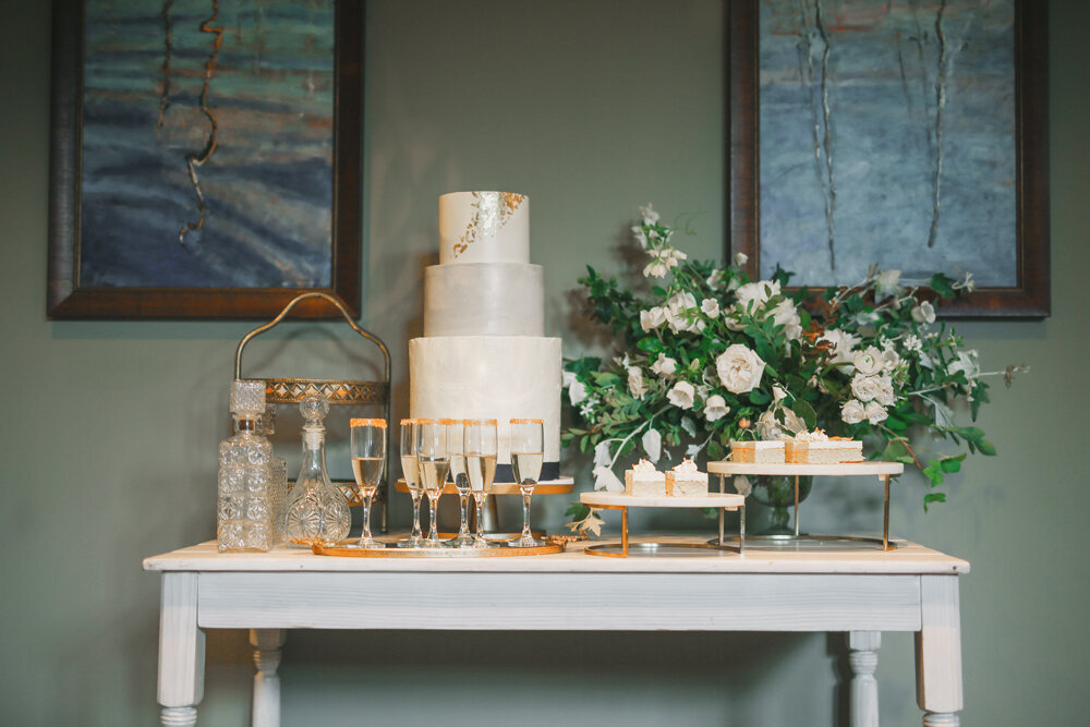 Kirkland-washington-wedding-planner-leigh-and-mitchell-waterfront-wedding-dessert-table-inspiration