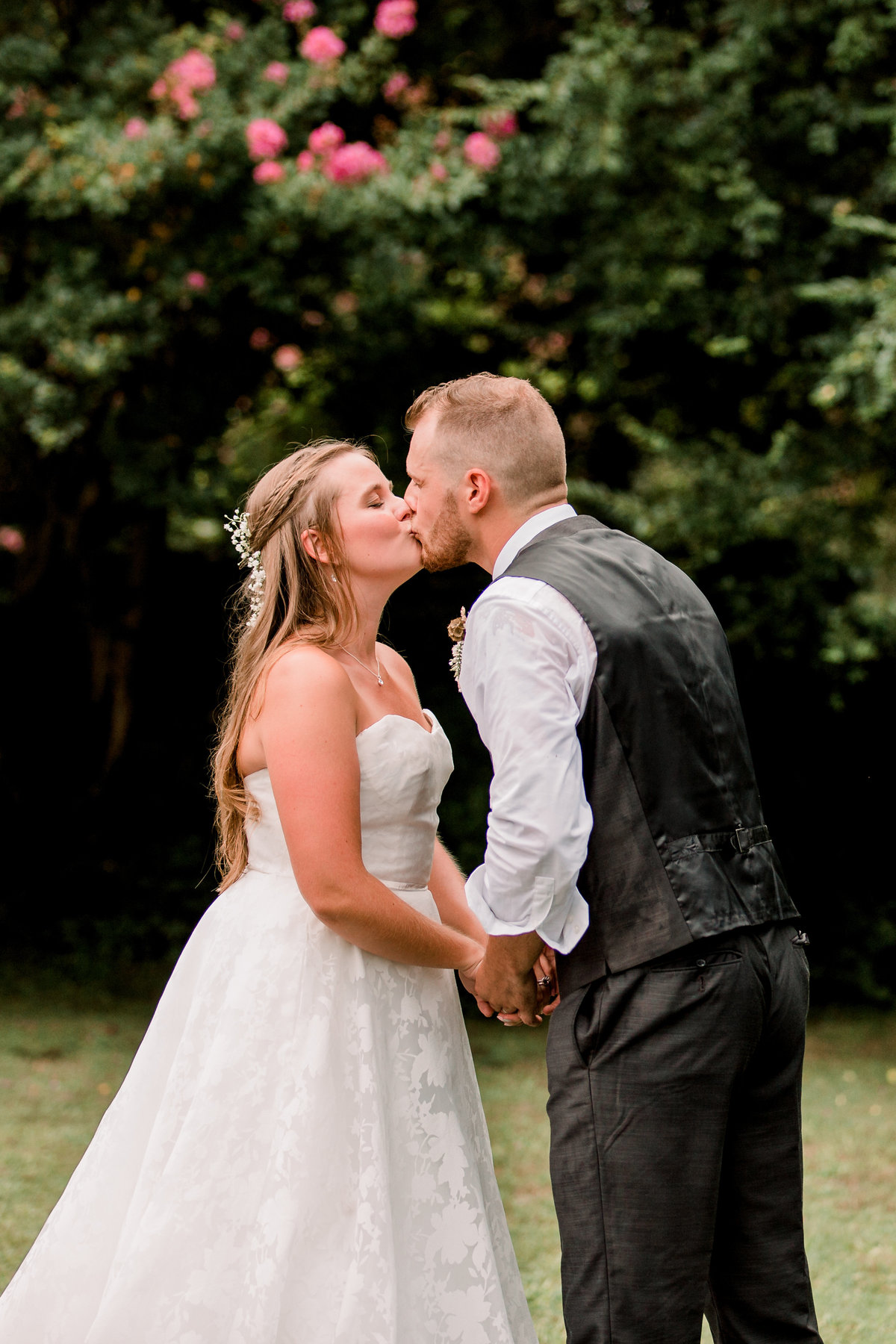 sharonelizabethphotography-surryvirginiawedding-rusticbackyardwedding-richmondvirginiaoutdoorwedding2298