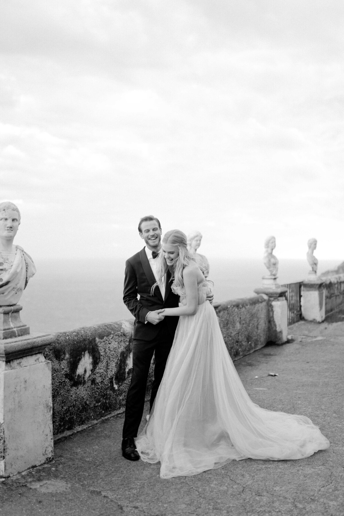 071_Villa_Cimbrone_Amalfi_Coast_Luxury_Wedding_Photographer (71 von 101)_Flora and Grace is a luxury wedding photographer at the Amalfi Coast. Discover their elegant and stylish photography work at the Villa Cimbrone.