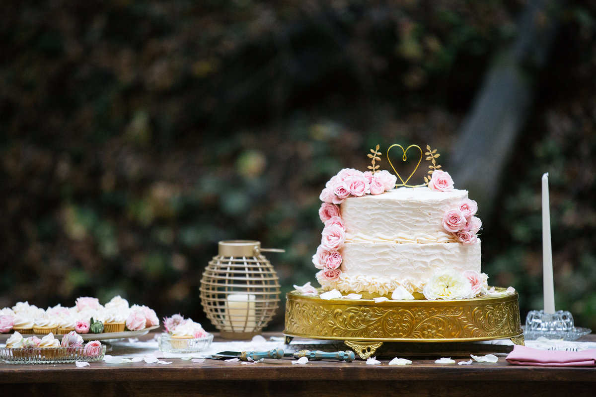 boho wedding cake on gold platter