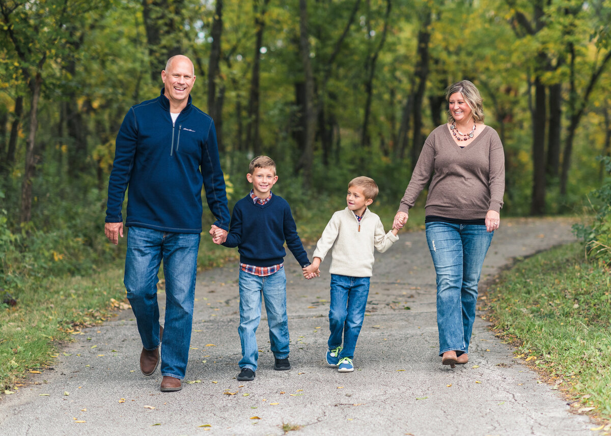 Des-Moines-Iowa-Family-Photographer-Theresa-Schumacher-Photography-Fall-Park-Walking